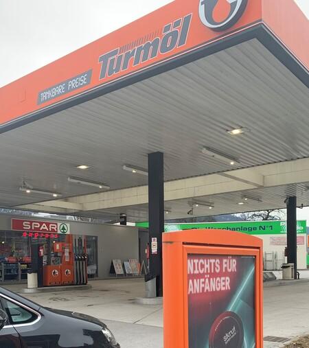 skruf an Tankstellen